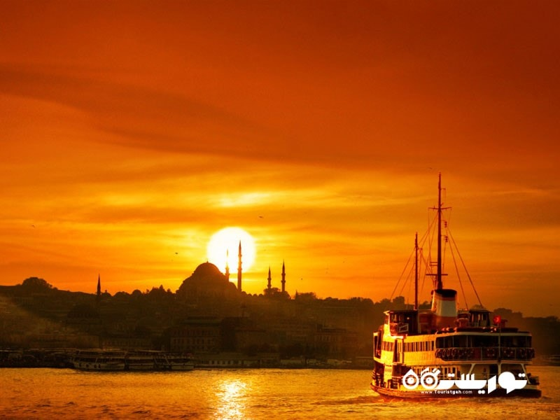9- غروب آفتاب با تلالوء های طلایی در خط افق آسمان
