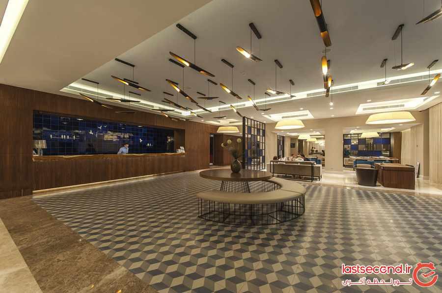 هتل لو بلو (نوا بیچ کلاب سابق)، کوش آداسی 