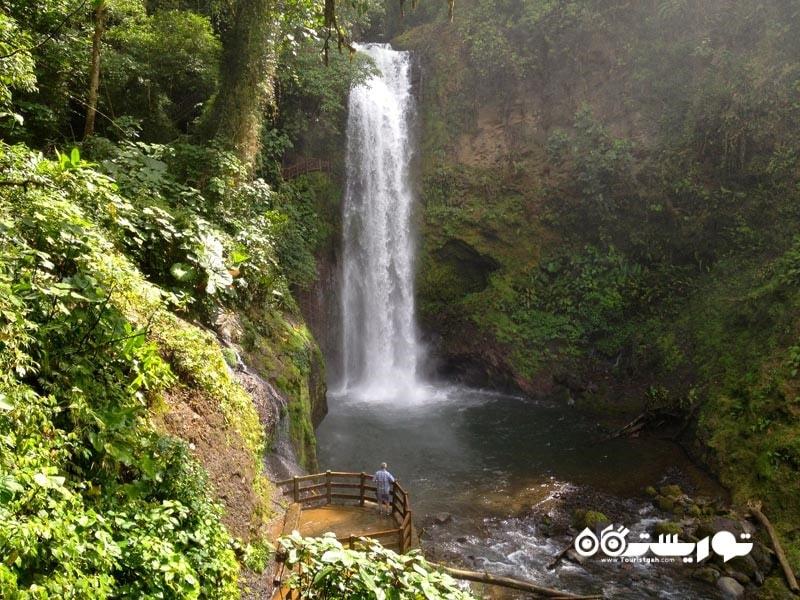 باغ های آبشار لاپاز (La Paz Waterfall Gardens)