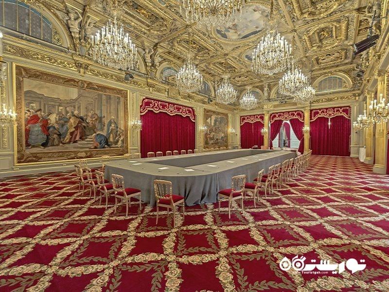 تالار جشن کاخ الیزه، محل اقامت رسمی رئیس جمهور فرانسه.