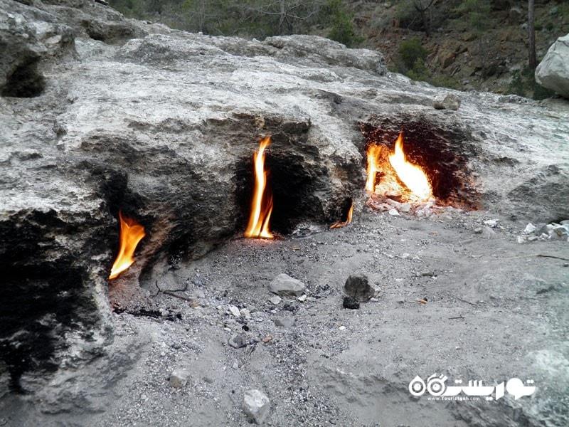 6- شعله هایی اسرار آمیز که 24 در ساعت شبانه روز شعله ور می مانند!