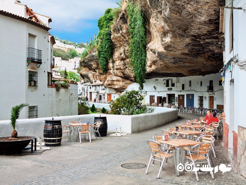 شهر سیتینیل دی لاس بودگاس (Setenil de las Bodegas)