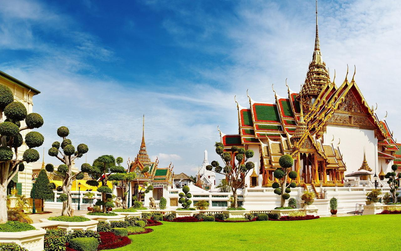 http://s8.picofile.com/file/8267277000/Grand_palace_bangkok.jpg