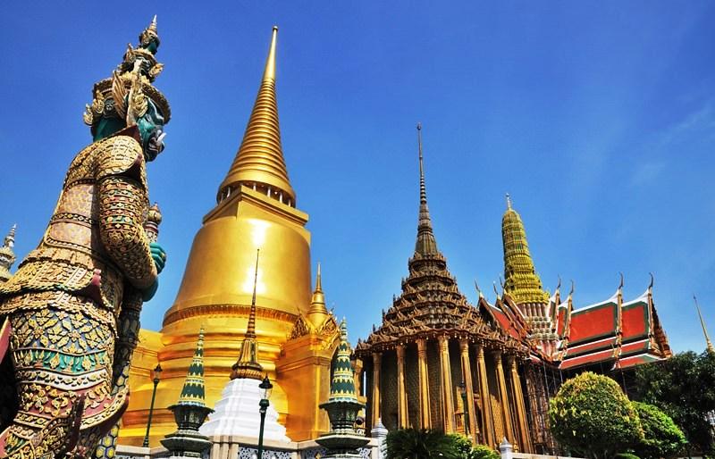 http://s9.picofile.com/file/8267277200/wat_pra_keaw_bangkok.jpg