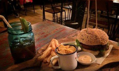 کافه برگر واکو | Wacko Burger Cafe