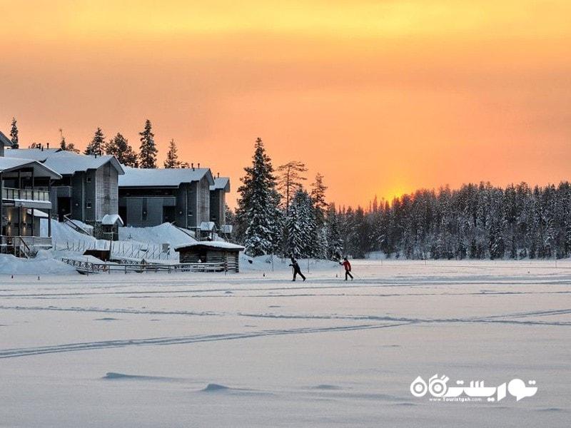 مسیرهای پیست اسکی بر روی دریاچه های یخ زده.