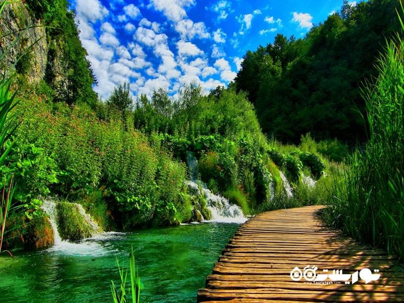 4- پارک ملی دریاچه های پلتیویک (Plitvice Lakes National Park)، کرواسی