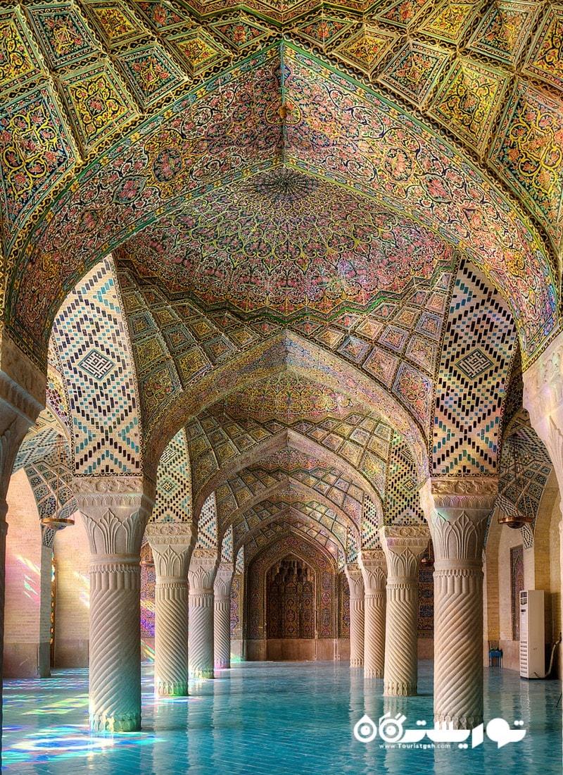 مسیر اصلی به سمت محراب مسجد ایران