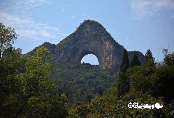 صخره مون هیل نقطه ای پرطرفدار برای فرود آمدن است.
