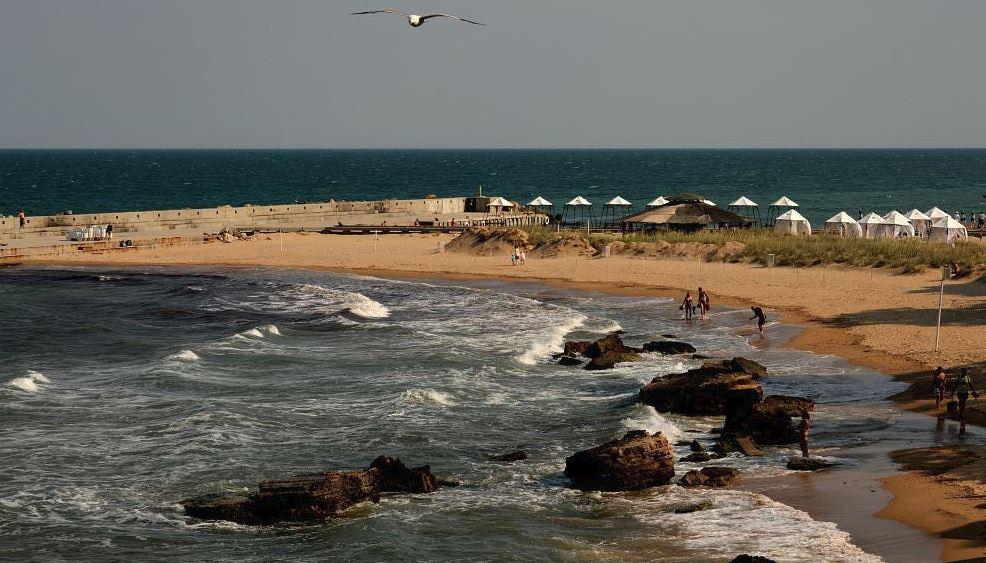 ساحل ماسه ای طلایی