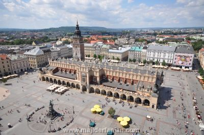 Sukiennice_and_Main_Market_Square_Krakow_Poland