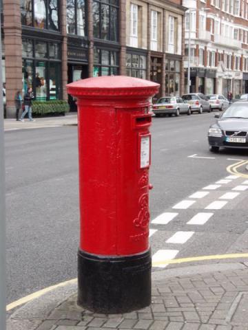 london-post-box-صندوق-پست-لندن