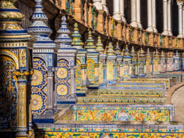 plaza espana seville 2 1 - ۱۱ دلیل برای سفر به آندالوسیا