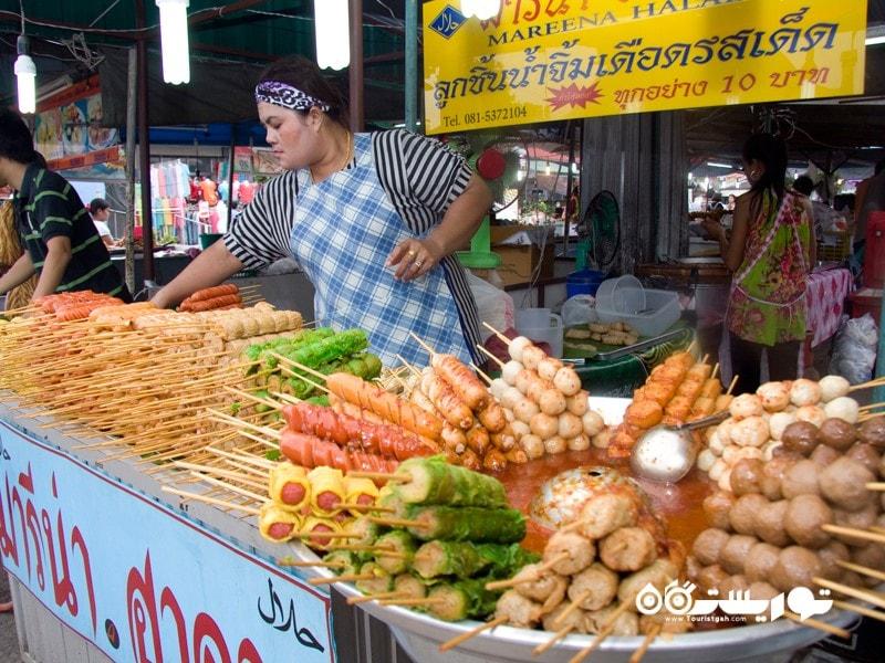 4: صرف غذاهای محبوب محلی