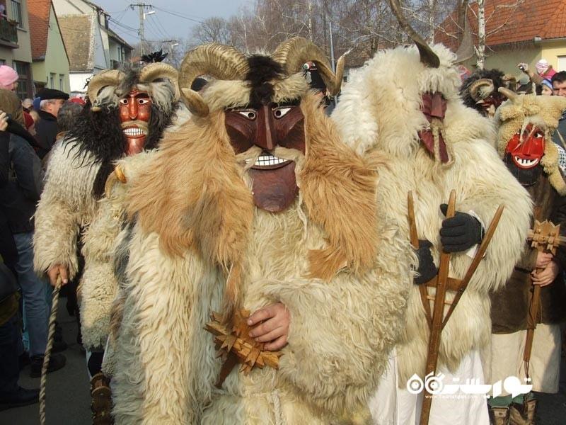 عجیب و غریب ترین جشن های زمستانی در سراسر جهان