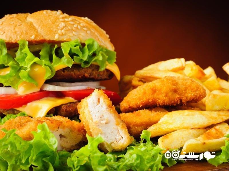فست فود یکی از پر طرفدارترین غذاها در آمریکا و سایر کشورهای جهان است.